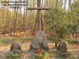 Могилы трех братьев фон Бюлов-Боткамп на территории фамильного поместья.