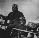 Готтфрид Эманн со своим летчиком Фридрихом Хуффцки.