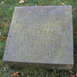 Надгробный камень на могиле Рудольфа Бертольда